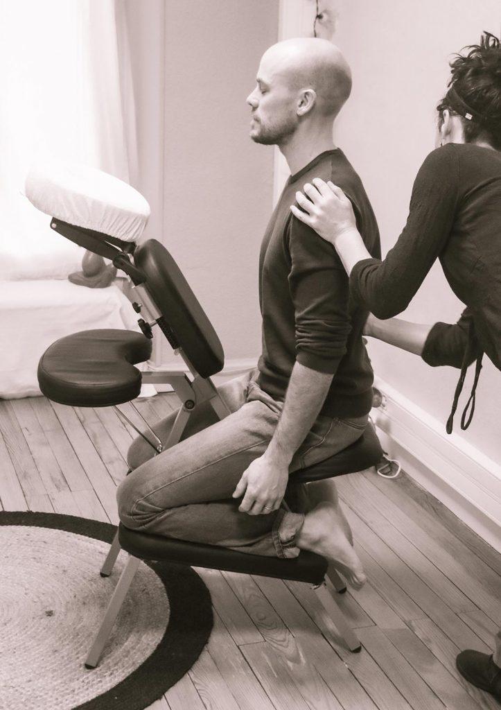 bienfaits massage en entreprise sur un homme