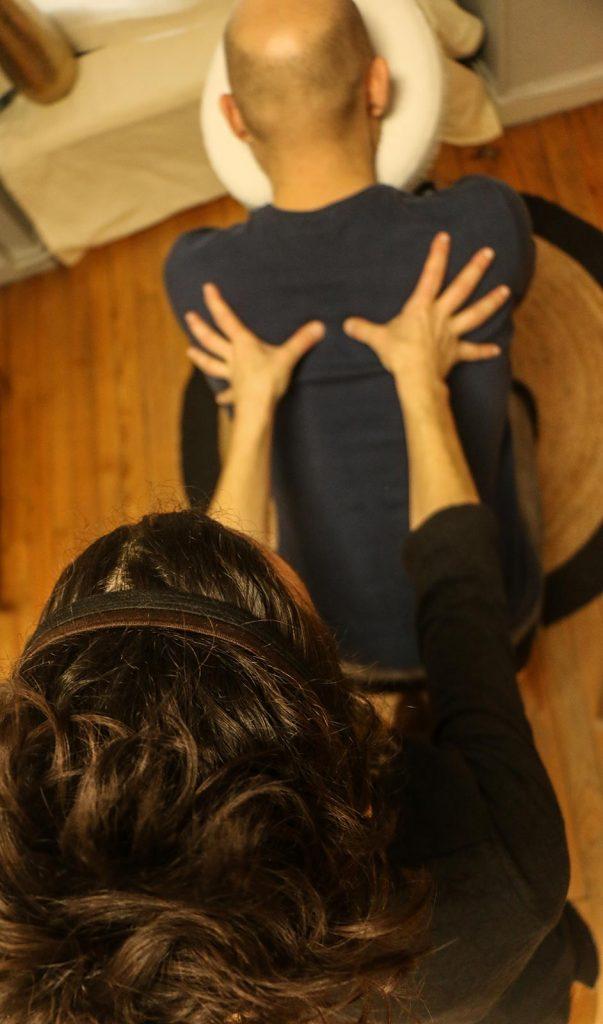 homme massage du dos
